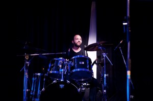 drums black bg